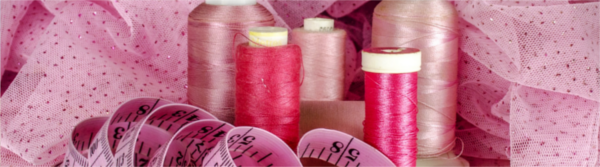 Bild für Blogartikel: Kleiner Styling-Ratgeber für Curvy-Size-Mode; Zu sehen: Nähzeug